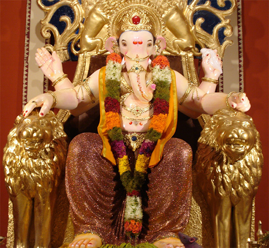 essay ganesh utsav Essay on ganesh chaturthi festival ganesh chaturthi is a most favourite festival of the hindu religion it is celebrated all over the country with full devotion and joy students are generally assigned for writing essay on any hindu festival or on a specific topic of ganesh chaturthi festival.